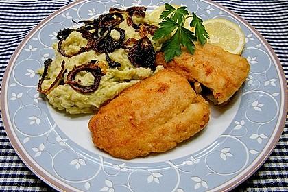 Kartoffel-Rosenkohl Püree mit Backfisch