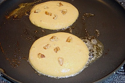 Pancakes mit Kürbispüree und karamellisierten Walnüssen 1
