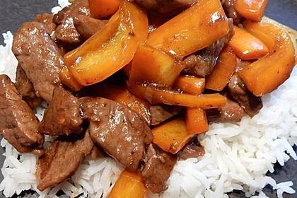 Chinesisches Rindfleisch mit Zwiebeln und Paprika 5