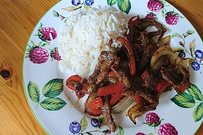 Chinesisches Rindfleisch mit Zwiebeln und Paprika 4