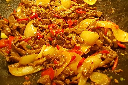 Chinesisches Rindfleisch mit Zwiebeln und Paprika 13