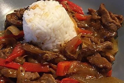 Chinesisches Rindfleisch mit Zwiebeln und Paprika 11