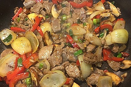 Chinesisches Rindfleisch mit Zwiebeln und Paprika 2