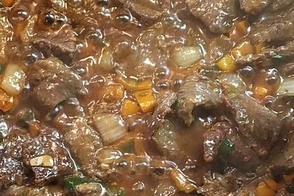 Chinesisches Rindfleisch mit Zwiebeln und Paprika 7