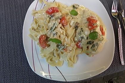 Mozzarella - Hähnchen in Basilikum - Sahnesauce 257