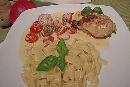 Mozzarella - Hähnchen in Basilikum - Sahnesauce 60