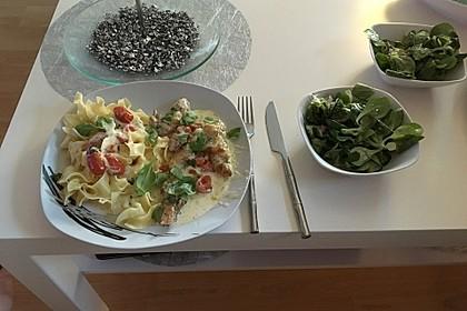 Mozzarella - Hähnchen in Basilikum - Sahnesauce 147