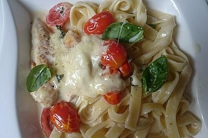 Mozzarella - Hähnchen in Basilikum - Sahnesauce 140