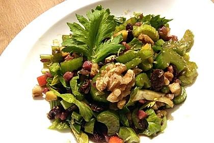 Salat vom Stangensellerie mit Nüssen und Äpfeln 4