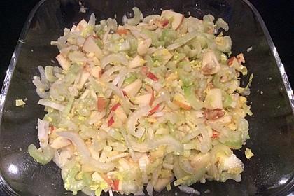 Salat vom Stangensellerie mit Nüssen und Äpfeln 6