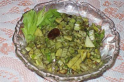 Salat vom Stangensellerie mit Nüssen und Äpfeln 10