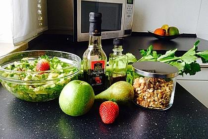 Salat vom Stangensellerie mit Nüssen und Äpfeln 2