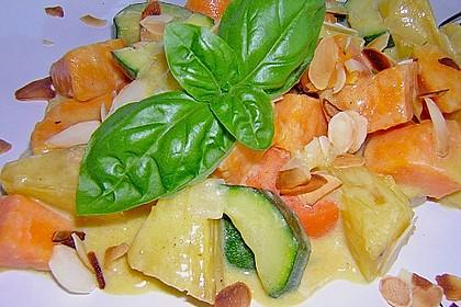 Süßkartoffelcurry mit karamellisierter Ananas 8
