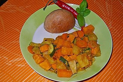 Süßkartoffelcurry mit karamellisierter Ananas 19