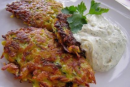 Feine Zucchini - Kartoffelpuffer mit Nüssen und Senf - Dip 3
