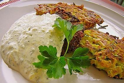 Feine Zucchini - Kartoffelpuffer mit Nüssen und Senf - Dip 2