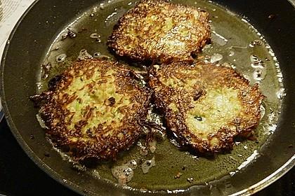 Feine Zucchini - Kartoffelpuffer mit Nüssen und Senf - Dip 18