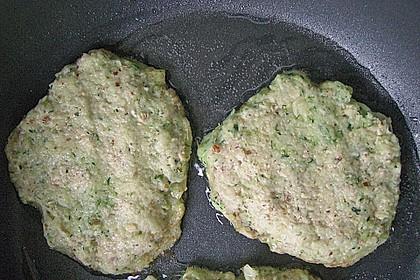 Feine Zucchini - Kartoffelpuffer mit Nüssen und Senf - Dip 23