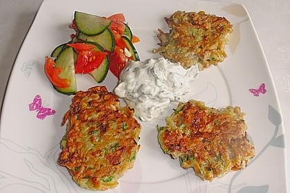 Feine Zucchini - Kartoffelpuffer mit Nüssen und Senf - Dip 1
