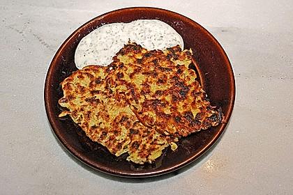 Feine Zucchini - Kartoffelpuffer mit Nüssen und Senf - Dip 13
