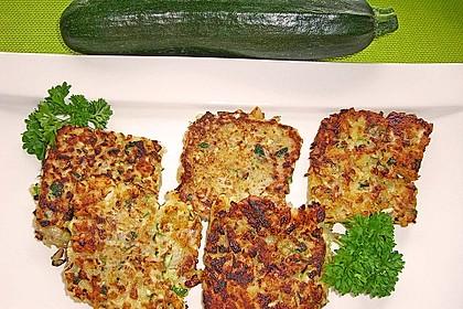 Feine Zucchini - Kartoffelpuffer mit Nüssen und Senf - Dip 8