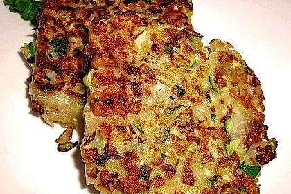 Feine Zucchini - Kartoffelpuffer mit Nüssen und Senf - Dip 4