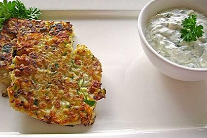 Feine Zucchini - Kartoffelpuffer mit Nüssen und Senf - Dip 11
