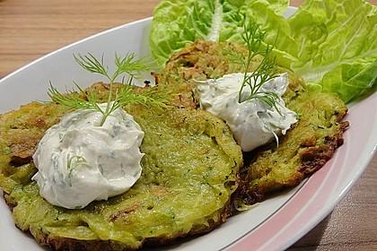 Feine Zucchini - Kartoffelpuffer mit Nüssen und Senf - Dip