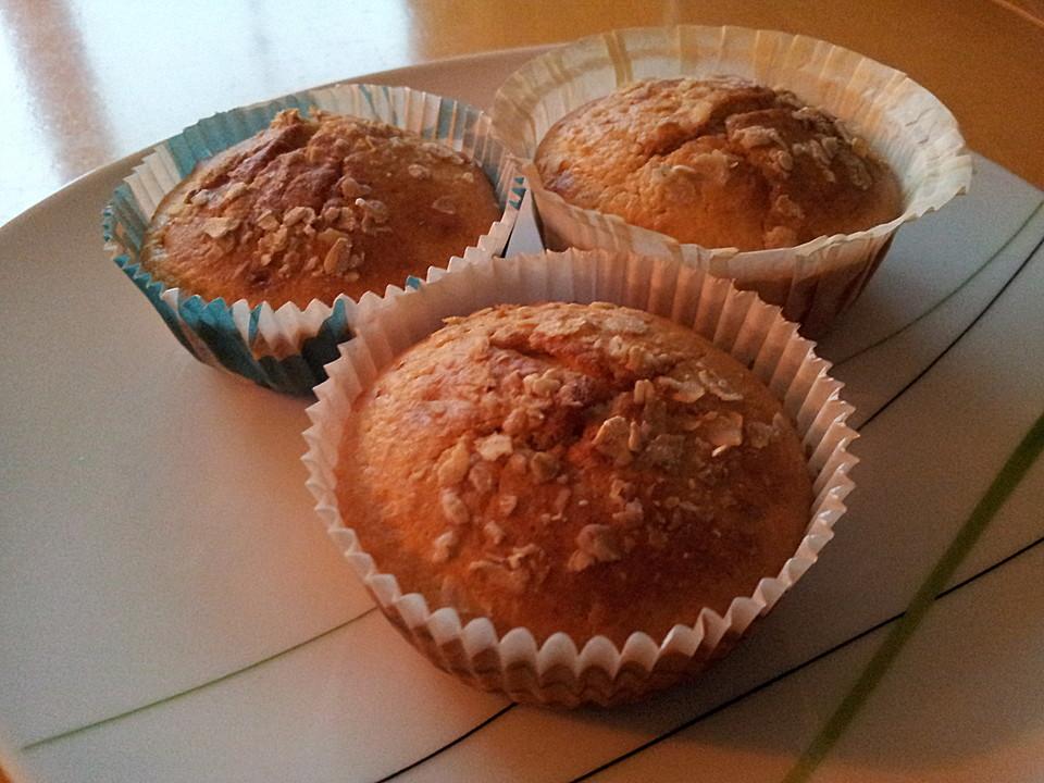 muffins mit banane und aprikosen rezept mit bild. Black Bedroom Furniture Sets. Home Design Ideas