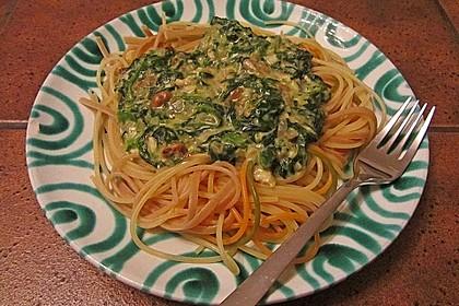 Pasta mit Spinat - Käse - Soße und Cocktailtomaten 1