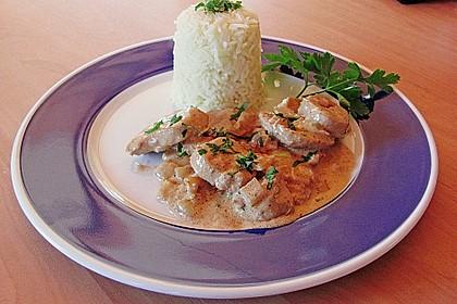 Sahnige Hähnchen - Zwiebel - Pfanne mit Safranreis