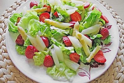 Spargel - Erdbeer - Salat mit Hähnchenbrustfilet 2