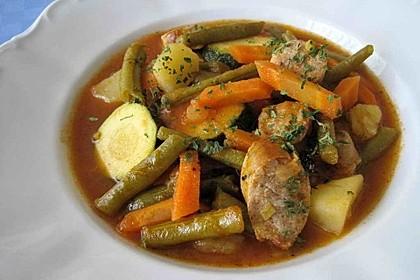 Bunter Gemüseeintopf mit Rotwein