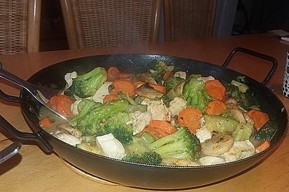 Hähnchen-Gemüse-Kokospfanne 21