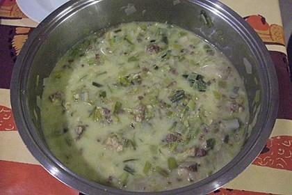 Allgäuer Käsesuppe mit Pesto und Croutons