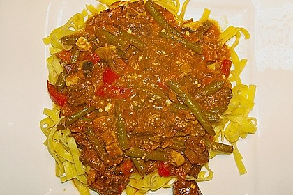 Grüne Bohnen mit Rindfleisch und Tomatensauce