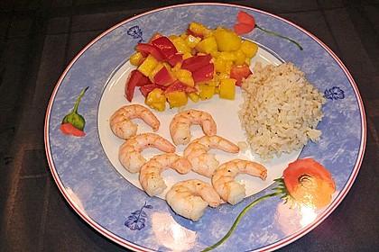 Garnelenspieße auf Mango-Paprika Salat 1