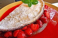 Ofen-Pancake mit warmen Erdbeeren