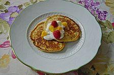 Pancakes mit Hüttenkäse und feinem Orangengeschmack