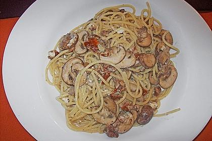 Spaghetti mit Champignons und Feta