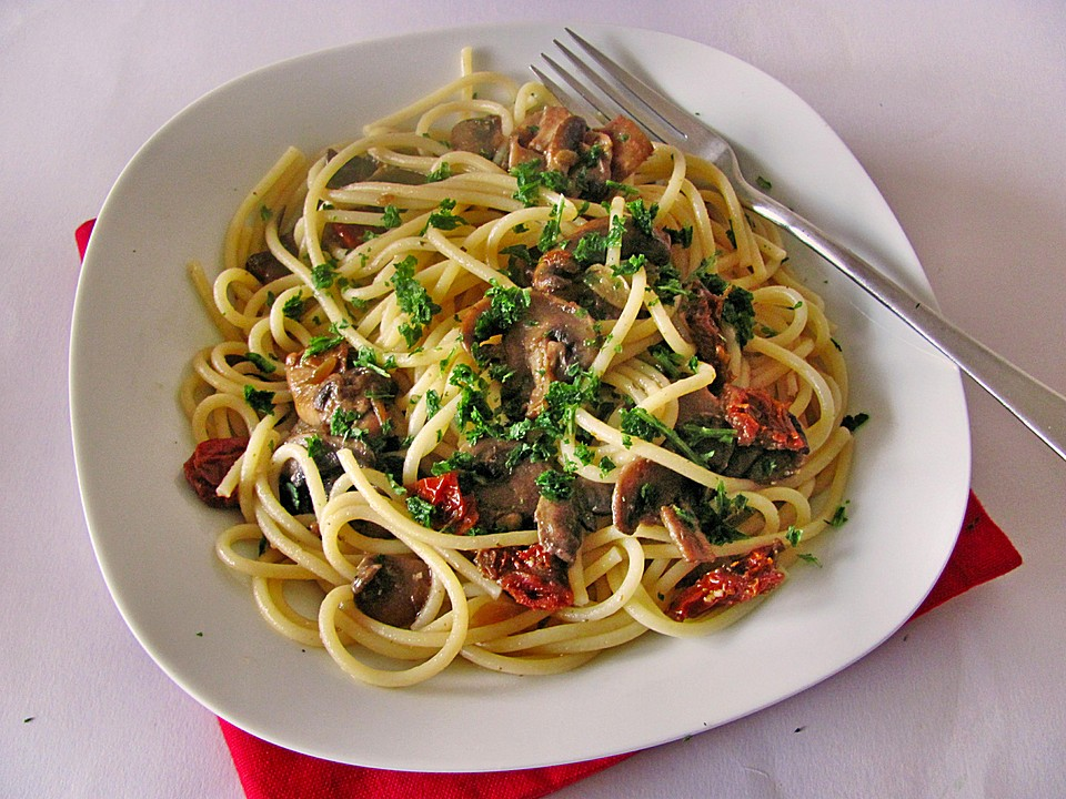 spaghetti mit champignons und feta rezept mit bild. Black Bedroom Furniture Sets. Home Design Ideas