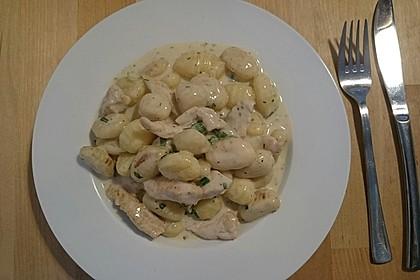 Gnocchipfanne mit Putenstreifen in Weißwein - Schmelzkäsesoße 13