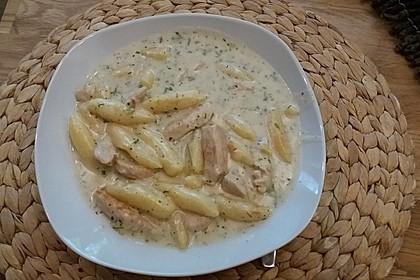 Gnocchipfanne mit Putenstreifen in Weißwein - Schmelzkäsesoße 12