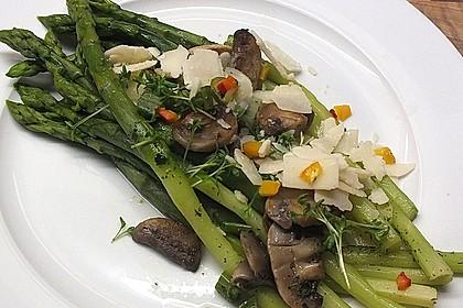 salat von gebratenem gr nen spargel mit champignons von manugro. Black Bedroom Furniture Sets. Home Design Ideas