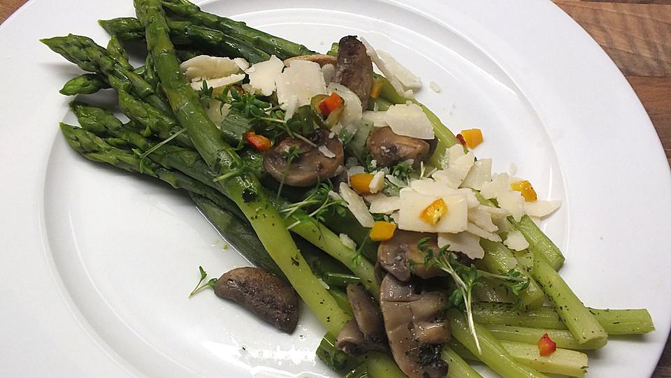 Salat mit spargel und pilzen