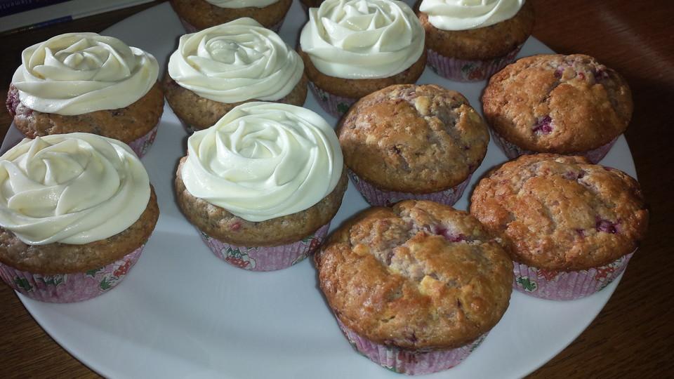 himbeer vanille muffins mit wei er schokolade rezept mit bild. Black Bedroom Furniture Sets. Home Design Ideas