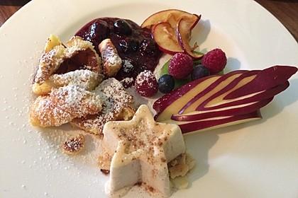 Zimtparfait mit Früchten in weihnachtlicher Karamellsoße 1