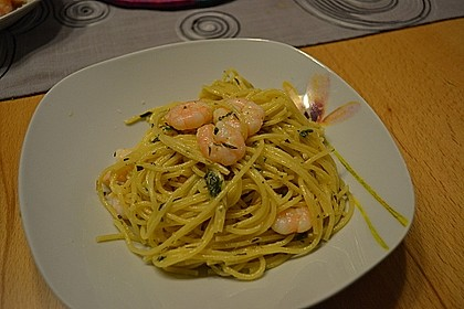 Zitronenspaghetti mit Kräutergarnelen 27