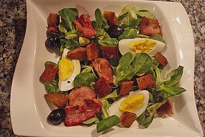 Grüner Salat mit Ei und Speck 0