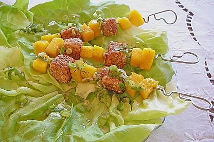 Blattsalat mit Mango und Schafskäse